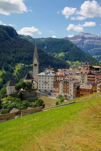 View of village and church, La Plie Pieve, Belluno Province, Dolomites, Italy, Europe : Stock Photo