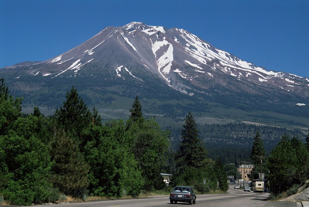 Mount Shasta, a dormant volcano with glaciers, 14161 ft high, with town of Weed in foreground, California, United States of America, North America : Stock Photo