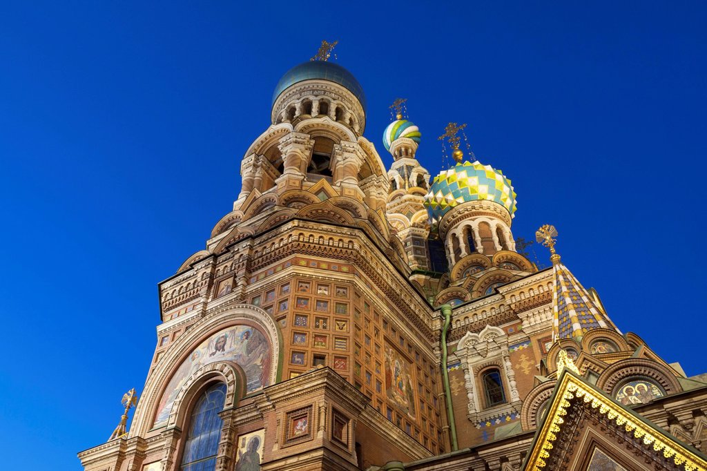 Looking up at the Church on Spilled Blood illuminated at dusk, UNESCO World Heritage Site, St. Petersburg, Russia, Europe : Stock Photo