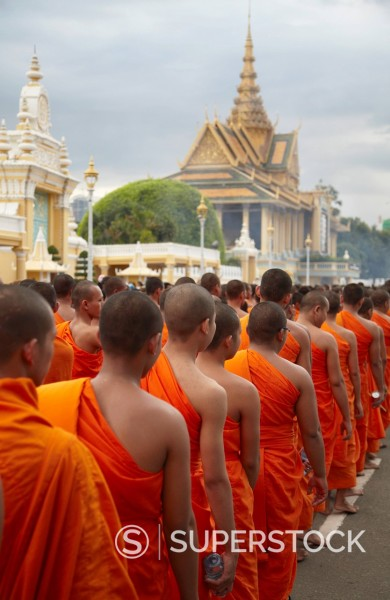 Stock Photo: 1890-154078 Monks in mourning parade for the late King Sihanouk outside Royal Palace, Phnom Penh, Cambodia, Indochina, Southeast Asia, Asia