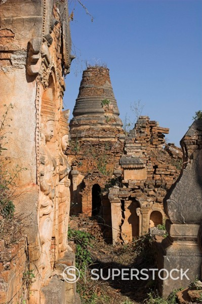 Kakku Buddhist Ruins, said to contain over two thousand brick and laterite stupas, legend holds that the first stupas were erected in the 12th century by Alaungsithu, King of Bagan Pagan, Shan State, Myanmar Burma, Asia : Stock Photo
