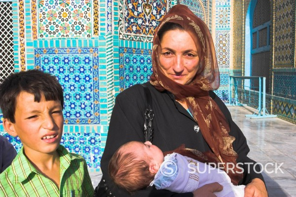 Woman and her children at the Shrine of Hazrat Ali, who was assassinated in 661, Mazar_I_Sharif, Balkh province, Afghanistan, Asia : Stock Photo