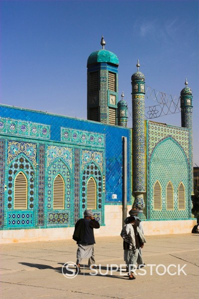 Pilgrims at the shrine of Hazrat Ali, who was assassinated in 661, Mazar_I_Sharif, Balkh province, Afghanistan, Asia : Stock Photo