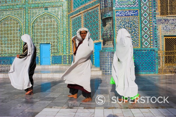 Women pilgrims at the Shrine of Hazrat Ali, who was assassinated in 661, Mazar_I_Sharif, Afghanistan, Asia : Stock Photo