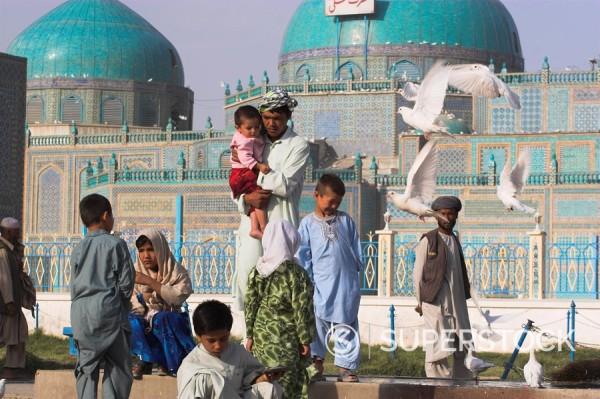 Stock Photo: 1890-16861 Family feeding the famous white pigeons, Shrine of Hazrat Ali, Mazar_I_Sharif, Afghanistan, Asia