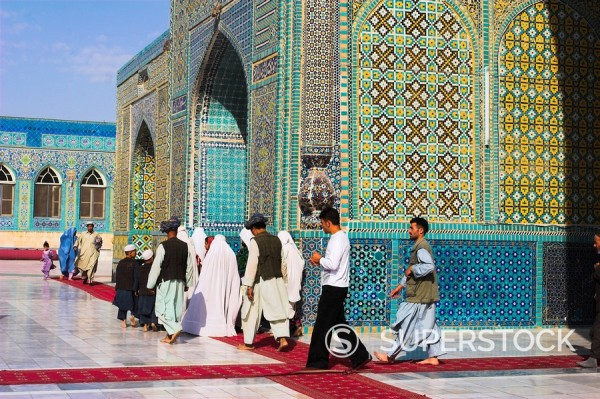 Pilgrims at the Shrine of Hazrat Ali, who was assassinated in 661, Mazar_I_Sharif, Afghanistan, Asia : Stock Photo
