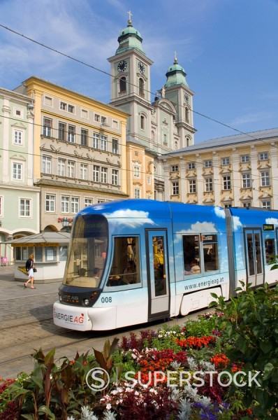 Stock Photo: 1890-19501 Tram and old cathedral, Hauptplatz, Linz, Austria, Europe