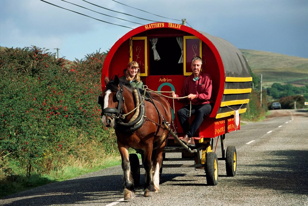 Horse_drawn gypsy caravan, Dingle Peninsula, County Kerry, Munster, Eire Republic of Ireland, Europe : Stock Photo