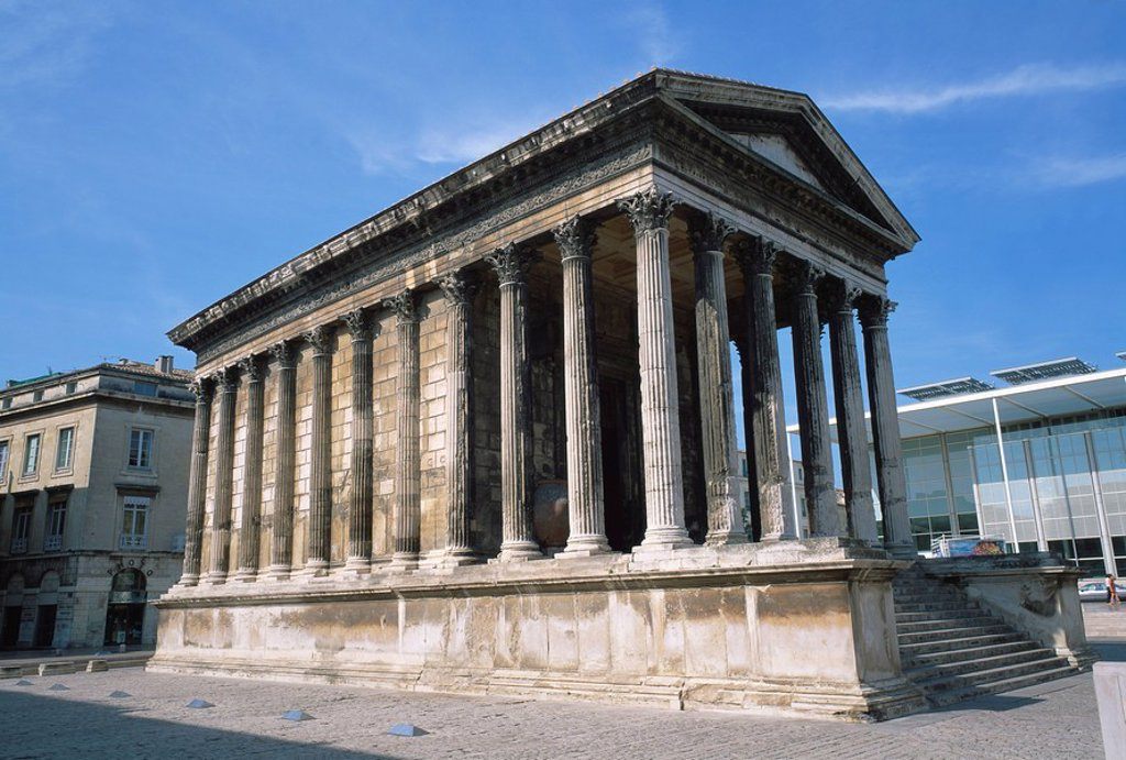 Stock Photo: 1890-26041 Maison Carree Temple in the town of Nimes, in Languedoc Roussillon, France, Europe