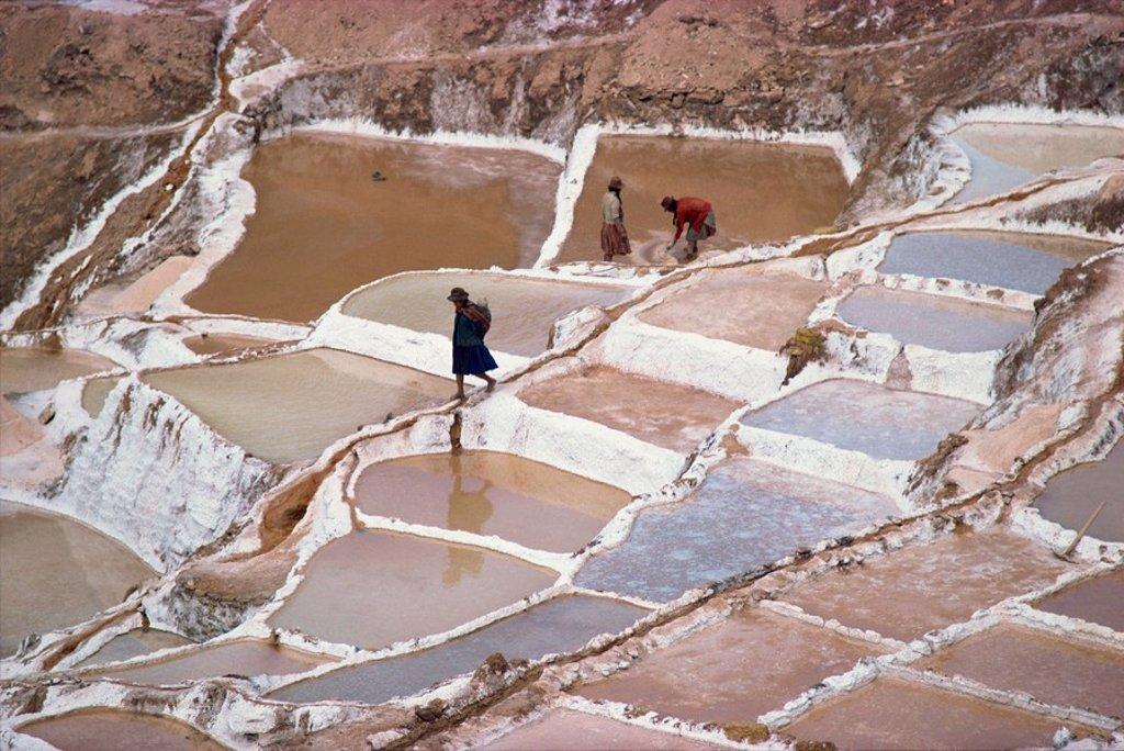 Workers in the salt pans on terraces at Salinas, Cuzco, Peru, South America : Stock Photo