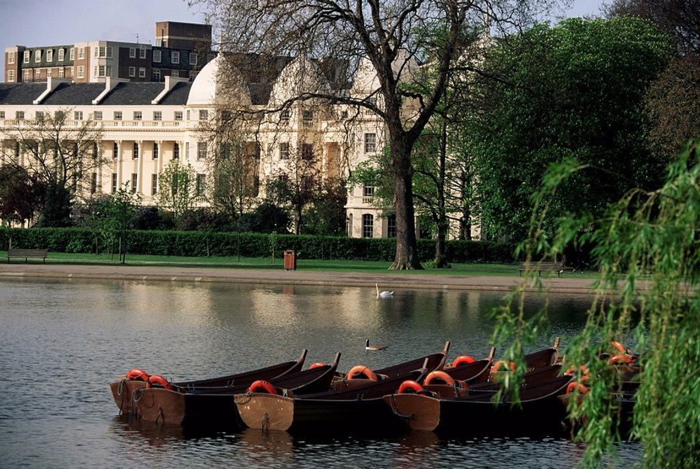 Boats on the lake, Regents Park, London, England, United Kingdom, Europe : Stock Photo