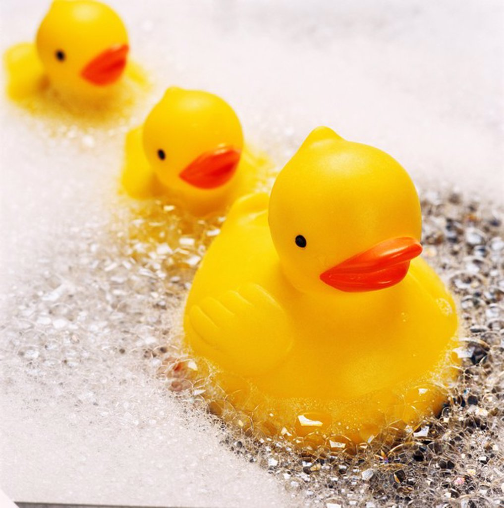 Stock Photo: 1890-28163 Rubber ducks in bath