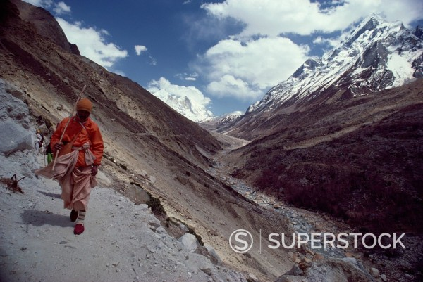 Pilgrim returns to Gagotri from source of Ganges, along Bhagirathi Valley, India, Asia : Stock Photo