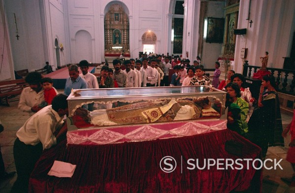 Pilgrims and the remains of St. Francis Xavier, Se Cathedral, Old Goa, India, Asia : Stock Photo