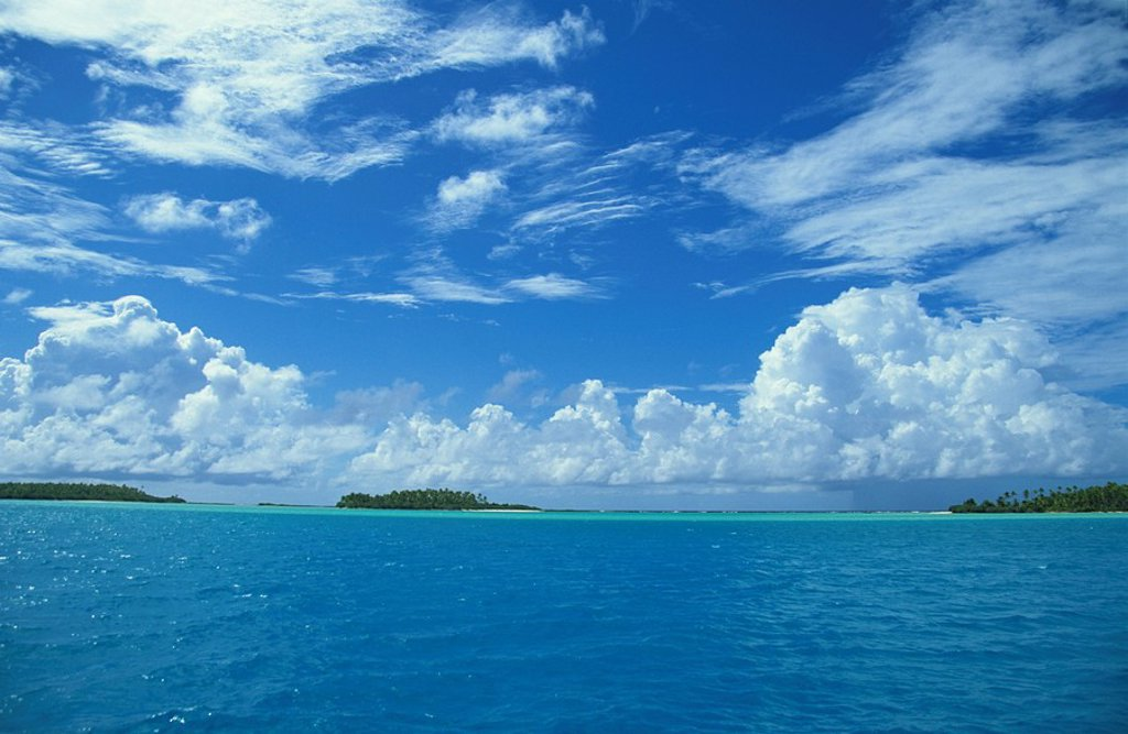Aitutaki blue lagoon with white sandy beaches and islands, Cook Islands, South Pacific, Pacific : Stock Photo