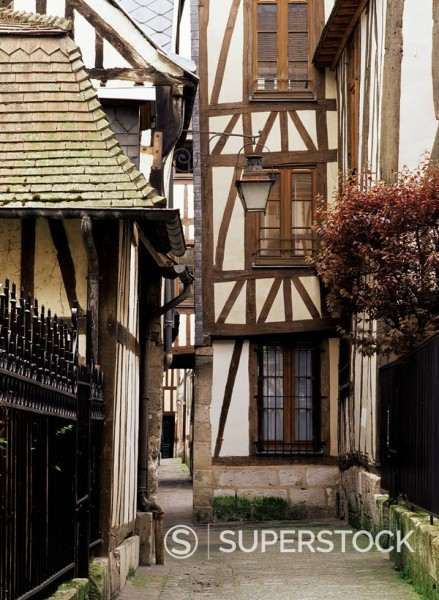 Timber_framed houses in a narrow alleyway, Rouen, Haute Normandie Normandy, France, Europe : Stock Photo
