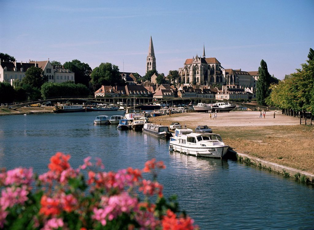 River Yonne, with St. Germain abbey beyond, Auxerre, Yonne, Burgundy, France, Europe : Stock Photo
