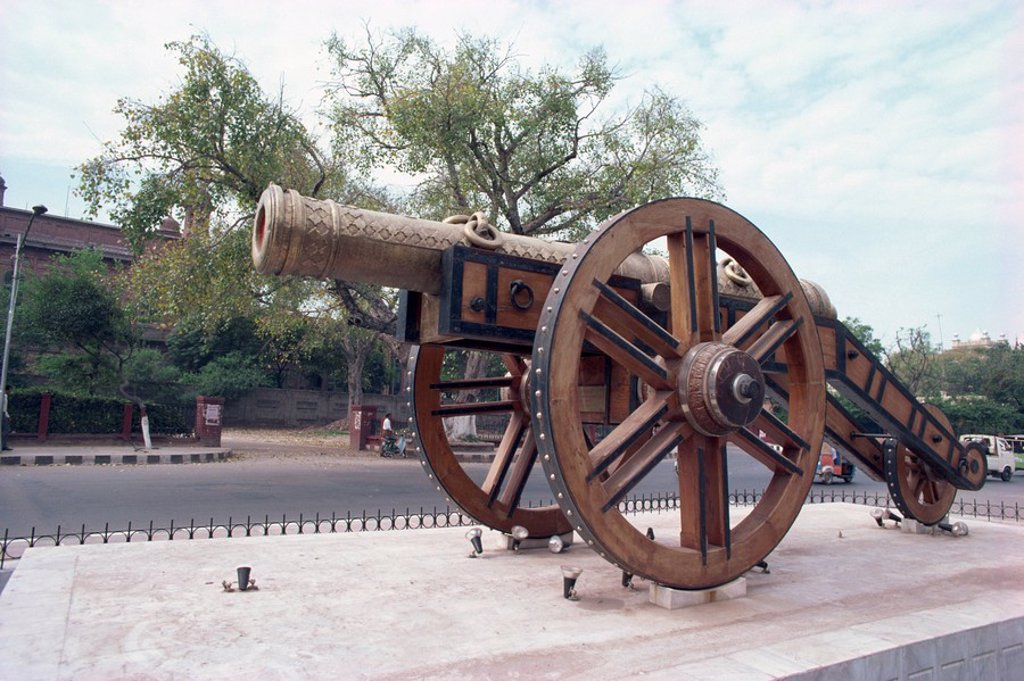 Kim´s gun, an old siege cannon outside the City Museum in Lahore, Punjab, Pakistan, Asia : Stock Photo