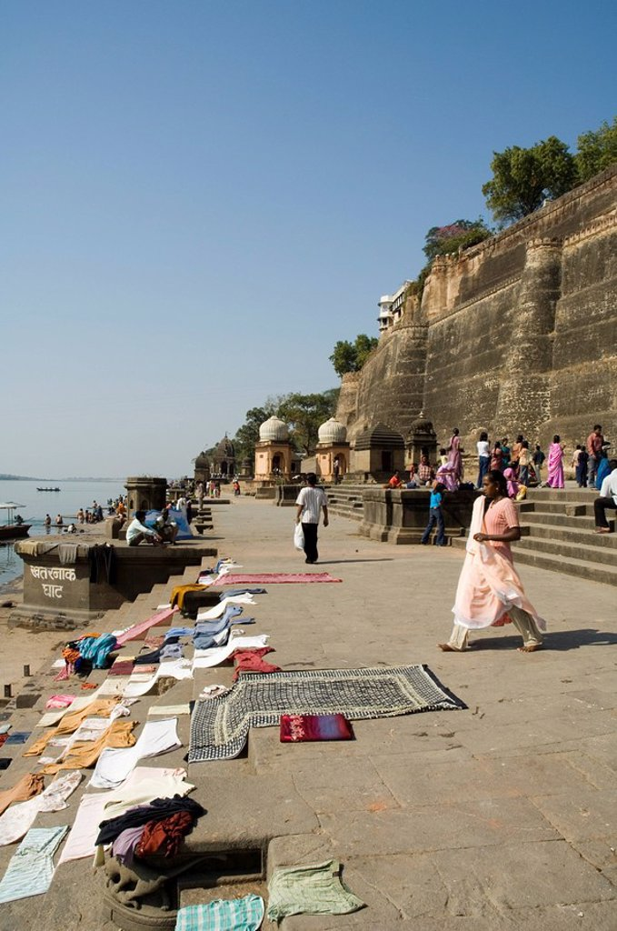 Stock Photo: 1890-33512 Washing at the ghats on the Narmada River at the Ahilya Fort and Temples, Maheshwar, Madhya Pradesh state, India, Asia