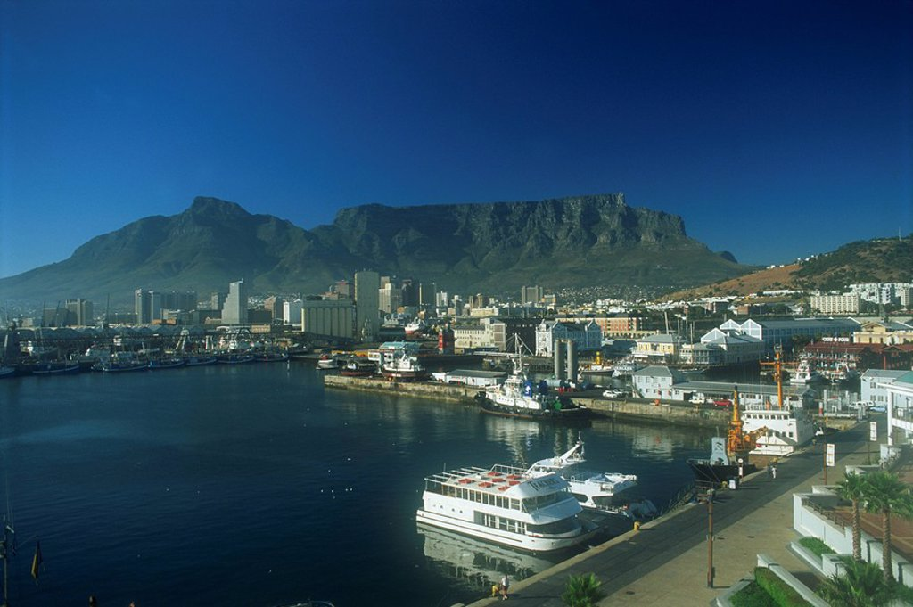A view of Victoria & Albert Waterfront with Table Mountain behind, Cape Town, South Africa, Africa : Stock Photo
