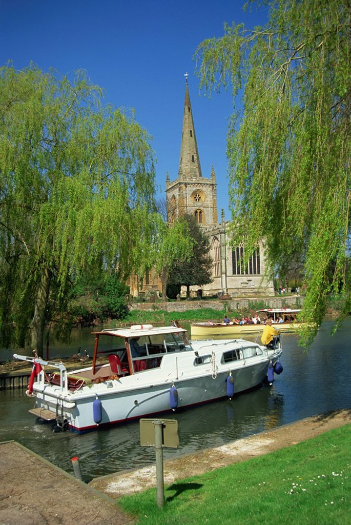 Stock Photo: 1890-38664 Holy Trinity church from the River Avon, Stratford_upon_Avon, Warwickshire, England, United Kingdom, Europe