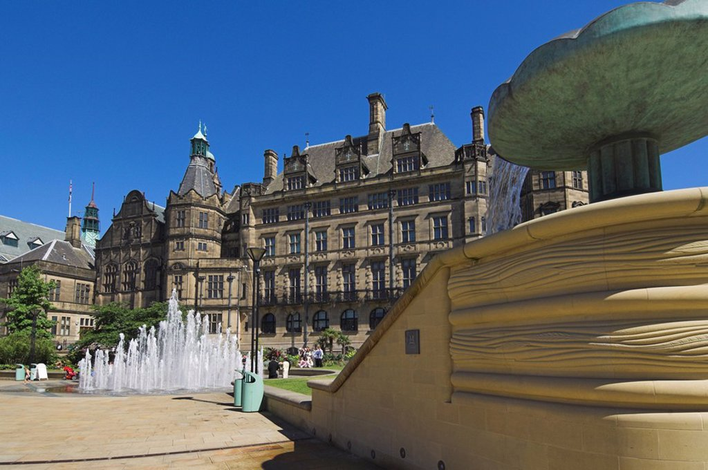 Stock Photo: 1890-41269 Peace gardens, fountains and Town Hall, Sheffield, Yorkshire, England, United Kingdom, Europe