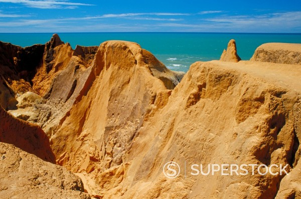 Red rock formations of Morro Branco on the Ceara coastline, near Canoa Quedrada, Ceara´, Brazil, South America : Stock Photo