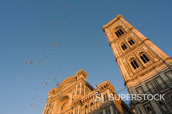 Stock Photo: 1890-45713 Festival balloons flying over The Duomo cathedral, Florence, UNESCO World Heritage Site, Tuscany, Italy, Europe