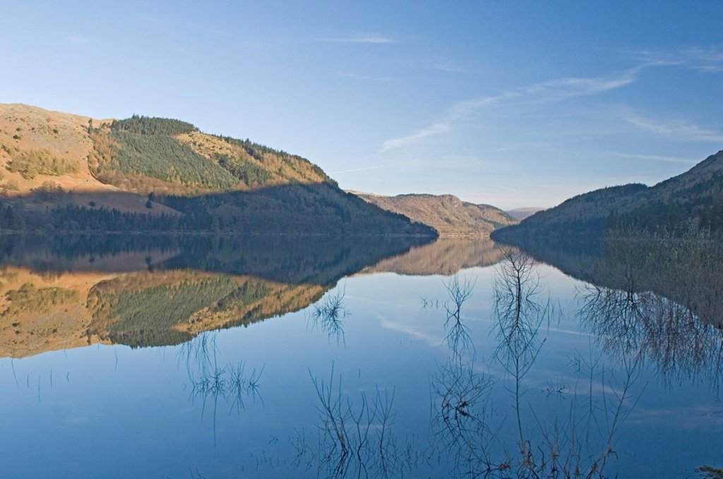 Looking north in the early morning over Lake Thirlmere, a dam at the north end enlarged the lake which supplies water to Manchester, Lake District National Park, Cumbria, England, United Kingdom, Europe : Stock Photo