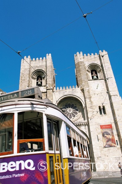 Stock Photo: 1890-52600 Electrico electric tram in front of the Se Cathedral, Lisbon, Portugal, Europe