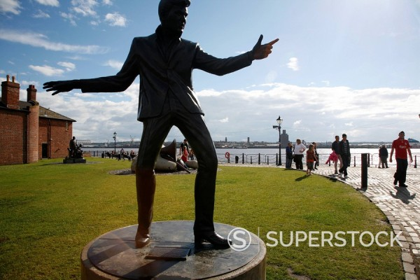 The statue of Billy Fury by Albert Dock and the Mersey River, Liverpool, Merseyside, England, United Kingdom, Europe : Stock Photo