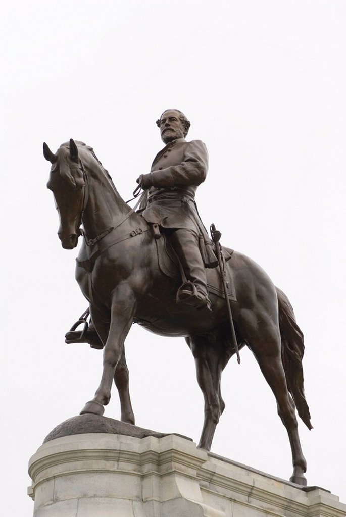 Stock Photo: 1890-55094 Lee statue, Monument Avenue, Richmond, Virginia, United States of America, North America