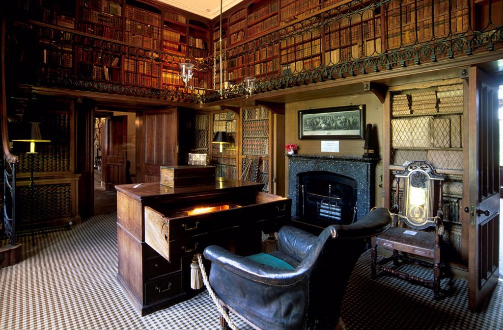 The study and desk where Sir Walter Scott wrote his novels, in the house built to his plan and where the writer lived from 1812 until his death 20 years later, Abbotsford House, near Melrose, Scottish Borders, Scotland, United Kingdom, Europe : Stock Photo