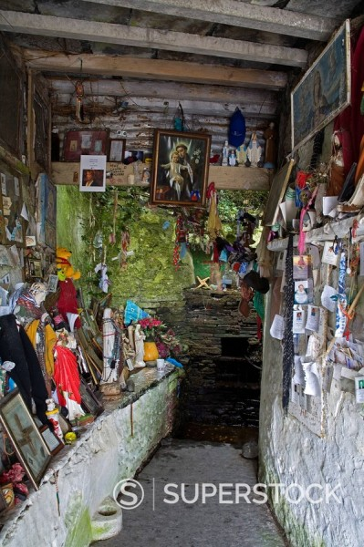 St. Bridgets´s Well, Liscannor, County Clare, Munster, Republic of Ireland, Europe : Stock Photo