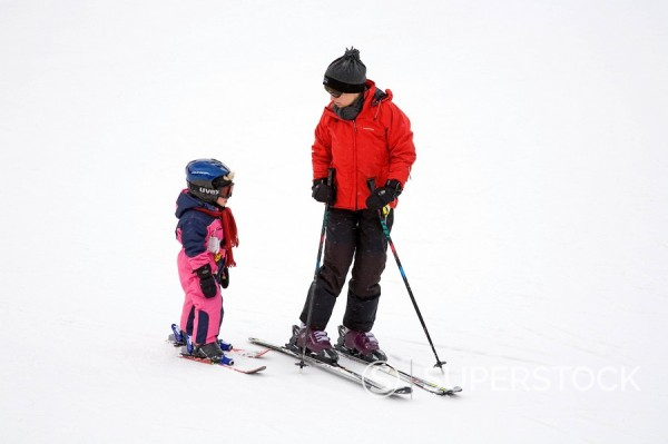Mother teaching child to ski, Arapahoe Basin Ski Resort, Rocky Mountains, Colorado, United States of America : Stock Photo
