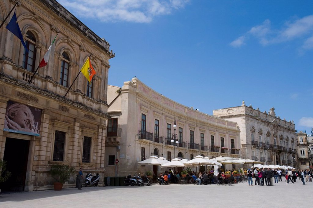 Stock Photo: 1890-60210 Cafe, Palazzo Beneventano del Bosco, Piazza Duomo, Ortygia, Syracuse, Sicily, Italy, Europe