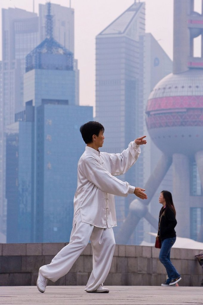 Stock Photo: 1890-60809 Morning exercises along the Huangpu river in Huangpu Park on the Bund with a backdrop of Pudong´s modern high rise skyline, Shanghai, China, Asia