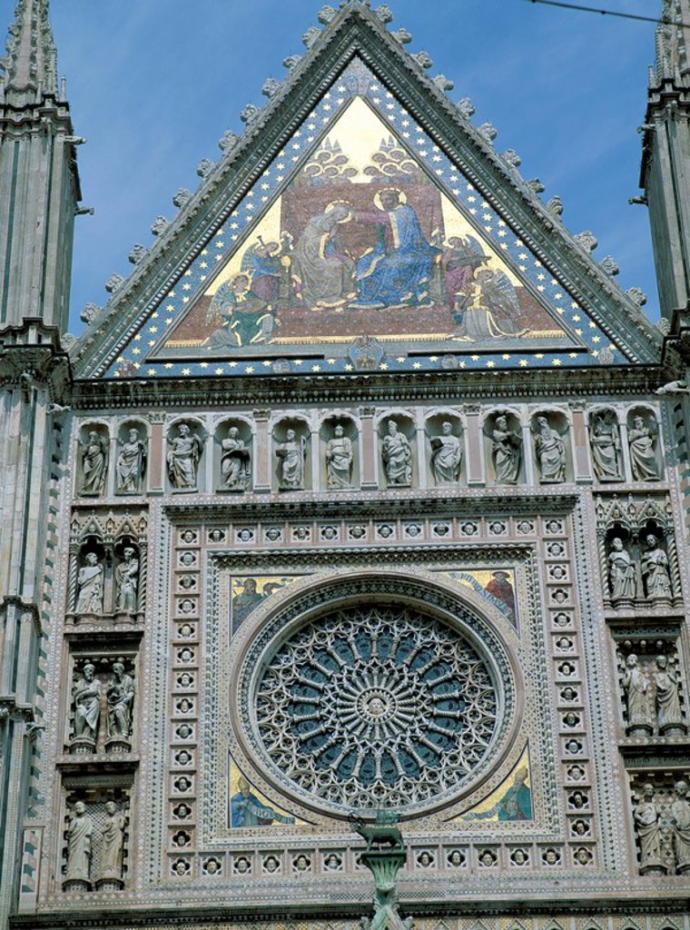 Mosaics, mostly 18th and 19th century replacements, except for those at corner of Andrea Orcagna´s 14th century Rose Window which are originals dating from 14th century, on the facade of Orvieto Cathedral, Orvieto, Umbria, Italy, Europe : Stock Photo