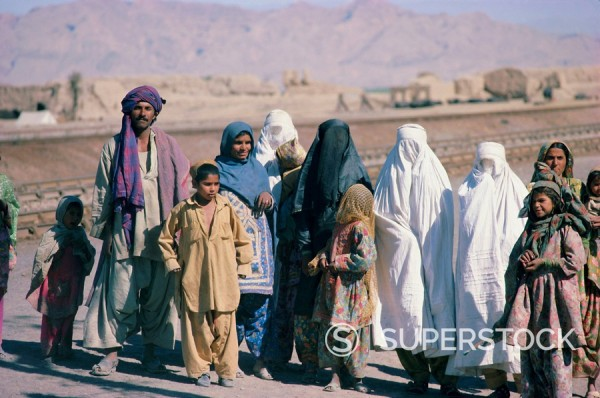 Stock Photo: 1890-61931 Group of Sibi men, veiled women and children, Baluchistan, Pakistan, Asia
