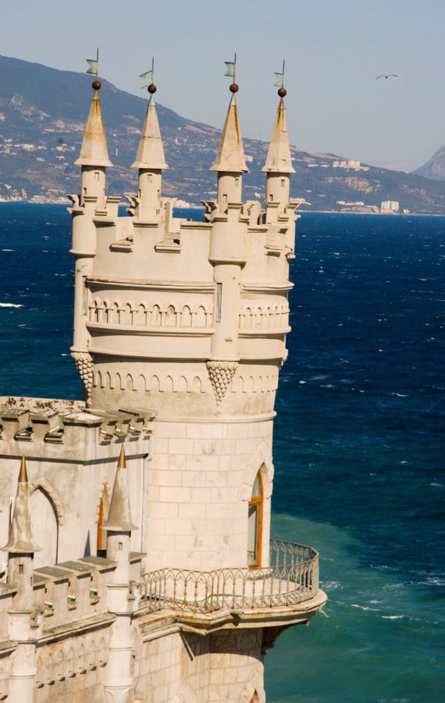 Stock Photo: 1890-62850 The Swallow´s Nest Castle perched on a cliff over the Black Sea, Yalta, Crimea, Ukraine, Europe