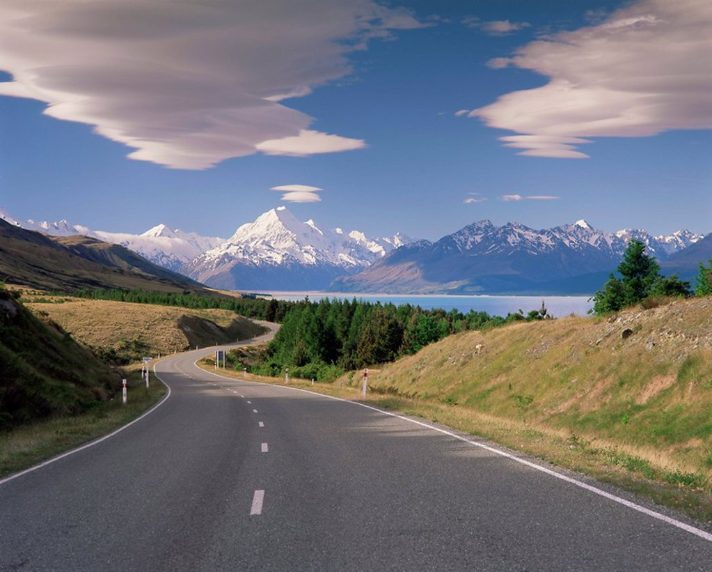 Road leading to Mount Cook National Park, Mount Cook Aoraki, Southern Alps, Mackenzie Country, South Canterbury, Canterbury, South Island, New Zealand, Pacific : Stock Photo