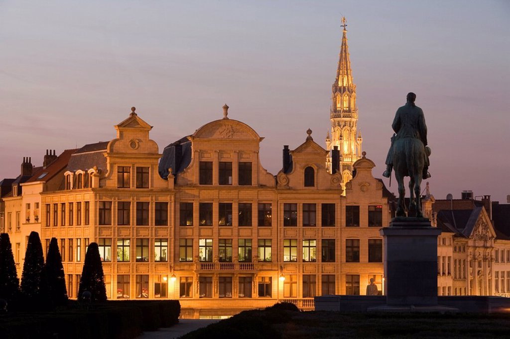 Stock Photo: 1890-64506 Hotel de Ville and St. Michael statue at dusk, Brussels, Belgium, Europe