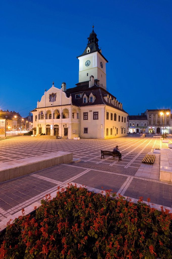 Stock Photo: 1890-64654 The Council House Casa Sfatului, dating from 1420 topped by a Trumpeter´s Tower, the old city hall now houses the Brasov Historical Museum, illuminated at dusk, Piata Sfatului, Brasov, Transylvania, Romania, Europe