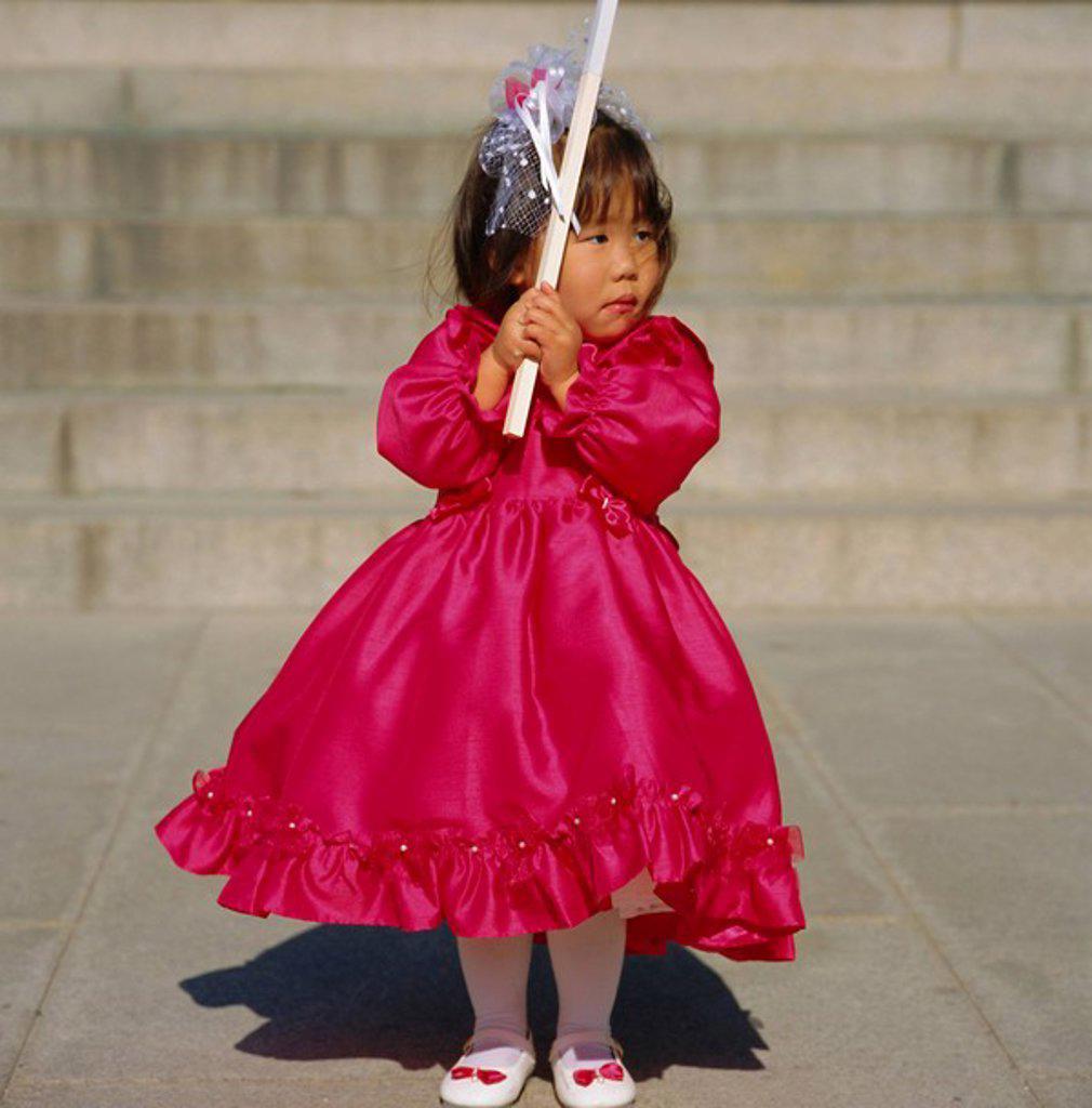 Stock Photo: 1890-67748 Girl at Shichi_go_san 3_5_7 festival, Meiji_jingu Shrine, Harajuku, Tokyo, Japan