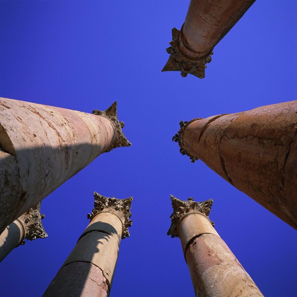 Peristyle of 13m tall columns, Temple of Artemis, 1st century AD city of the Roman Decapolis, Jerash, Jordan, Middle East : Stock Photo
