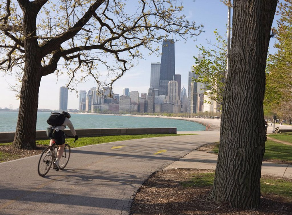 Cyclist by Lake Michigan shore, Gold Coast district, Chicago, Illinois, United States of America, North America : Stock Photo