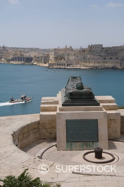 Memorial to Second World War, near Fort St. Elmo, Valletta, Malta, Europe : Stock Photo