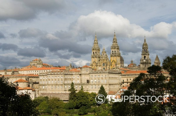 Stock Photo: 1890-72014 Santiago Cathedral with the Palace of Raxoi in foreground, Santiago de Compostela, Galicia, Spain, Europe