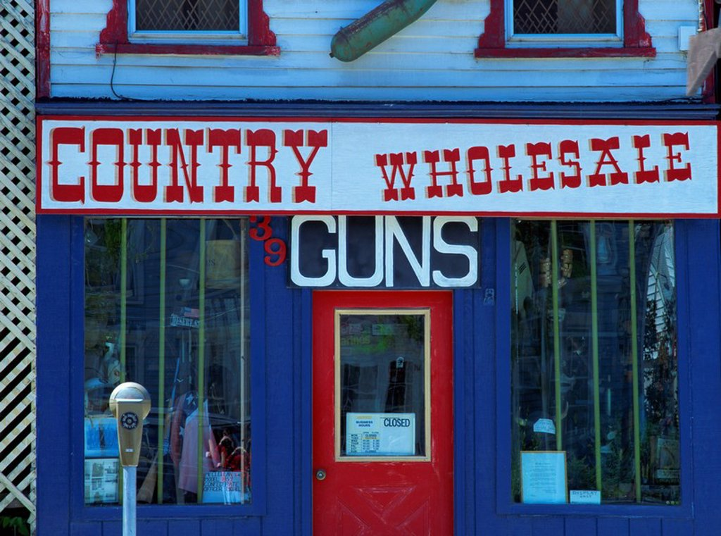 Gun shop facade, Middleburg, New York State, United States of America, North America : Stock Photo