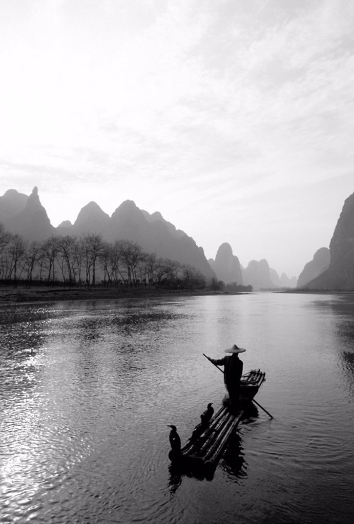 Cormorant fisherman, River Li, Guilin, China : Stock Photo